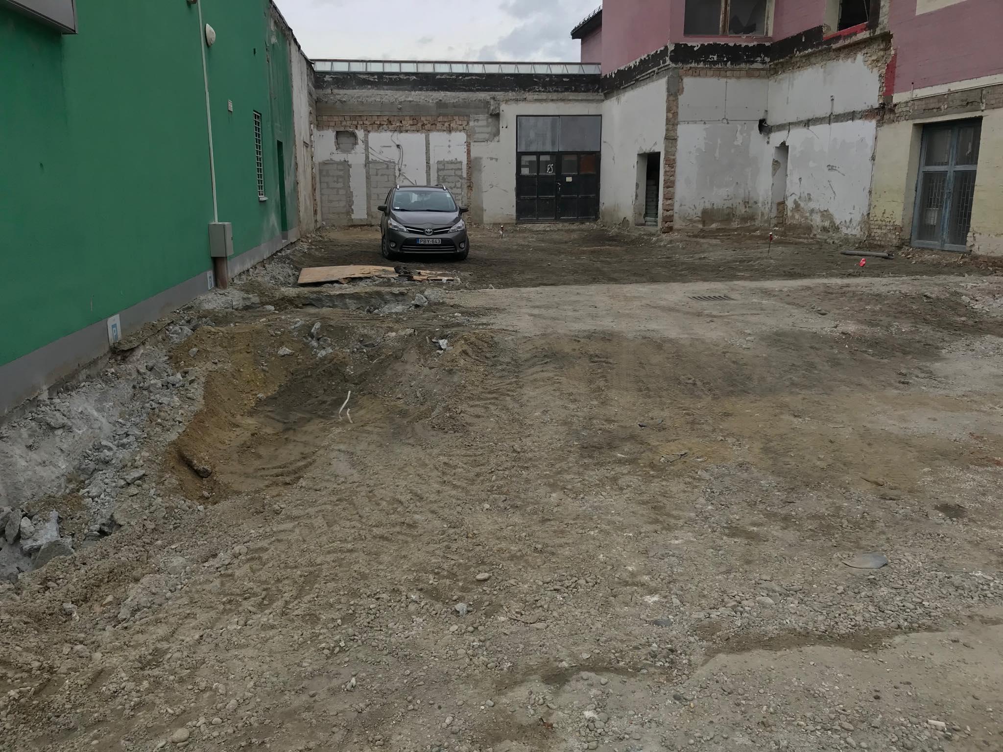 8.kerületi épületbontás - referencia